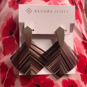 NWT NIB Kendra Scott gold maroon earrings